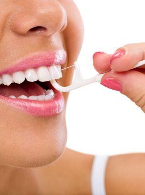 Usa aparelho ortodôntico? Saiba o que muda na hora da higiene bucal