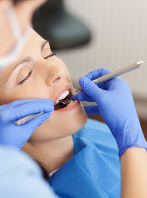 O que feridas na boca podem indicar na sua saúde oral? Especialista relata os possíveis problemas