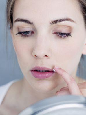 Como tratar feridas na boca? Descubra nas palavras de especialistas
