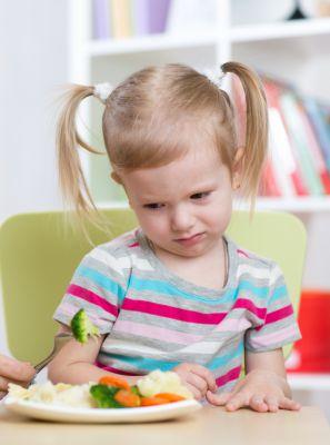 Saúde bucal: por que é importante definir um horário fixo de refeição para as crianças?
