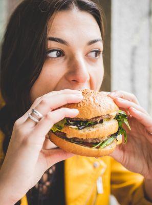 Alimentos industrializados causam mau hálito?