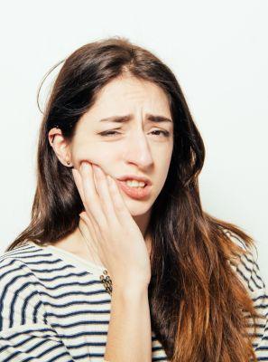 Alívio para as gengivas inchadas: saiba o que fazer para amenizar a dor