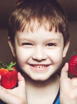 Saúde bucal infantil: mande a cárie para bem longe com uma alimentação mais saudável e rica em nutrientes