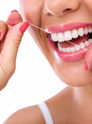 Fio dental: Tudo que você precisa saber para usar de forma correta e conquistar uma limpeza eficaz