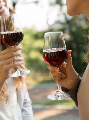 Vinho: a bebida certa para o inverno pode causar erosão dentária e mancha nos dentes