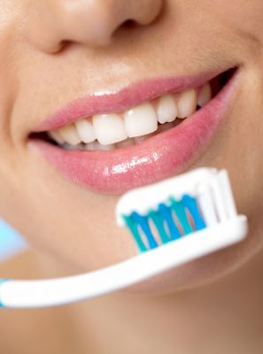 Limpando a prótese dentária: o creme dental é o produto ideal?