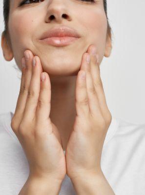 Feridas na boca provocadas por alimentos: passo a passo de como se cuidar