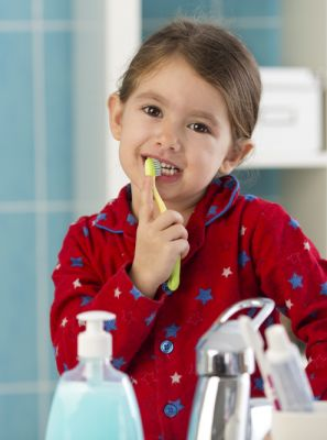 Usar creme dental com flúor nos dentes de leite é recomendado?