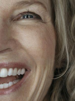 10 coisas que causam amarelamento dentário: saiba o que evitar para manter o sorriso branco
