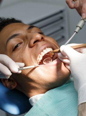 Erosão dentária: o que é, como identificar, causas e o tratamento ideal para ajudar o seu sorriso