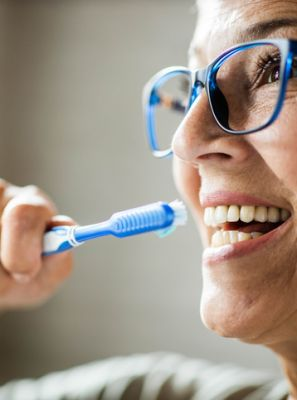 5 dicas de como cuidar do seu implante dentário
