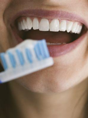 Cremes dentais que regeneram os dentes: conheça essa tecnologia odontológica