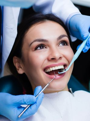 Passo a passo da limpeza de tártaro: saiba como o procedimento é feito para evitar a gengivite e a periodontite