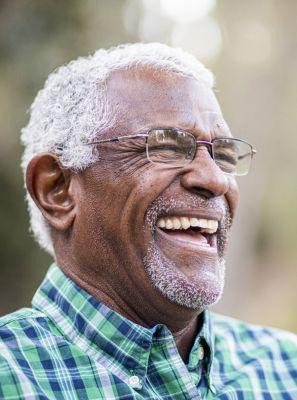 Cárie na terceira idade: é comum? Como prevenir? Quais os melhores tratamentos para os idosos?