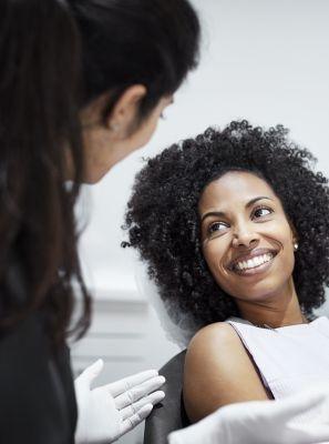 Dentistas podem realizar tratamentos estéticos? 5 procedimentos de beleza feitos no consultório dentário