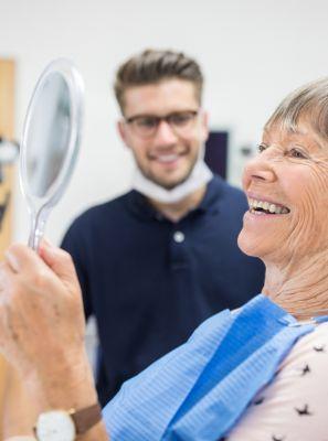 Protese dentária removível: fiquei um tempo sem usar e agora incomoda. Por que isso acontece? O que fazer para acabar com o problema?