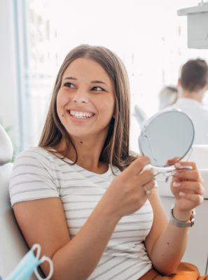 Como clarear os dentes rapidamente: dentista revela o segredo do clareamento dental eficaz