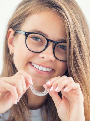 Qual é o tratamento ortodôntico mais rápido? Conheça os tipos de aparelho que deixam os dentes alinhados por menos tempo