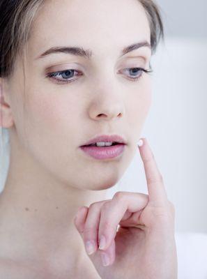 Qual é o melhor remédio para herpes labial? Dentista recomenda os cuidados para controlar o vírus e não se espalhar