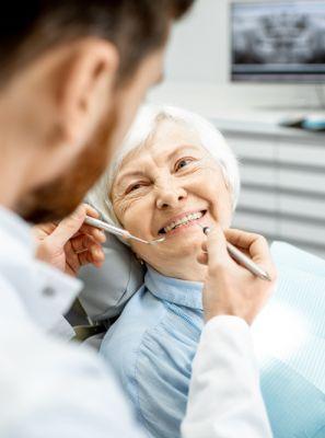 Gengivite e periodontite: entenda a relação dessas doenças bucais com os grupos de risco da covid-19