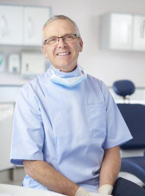 Qual é a diferença entre dentista e odontologista?