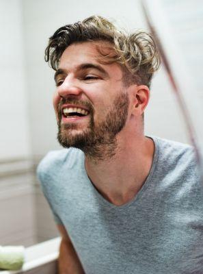 O acúmulo de tártaro no dente pode causar sangramento na gengiva? Descubra as causas desse sintoma
