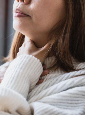 Mau hálito e dor de garganta podem ser sinais de amigdalite?