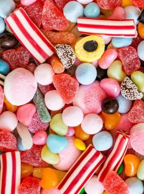 Deliciosos e vilões: O doce que você tanto ama pode estar sendo inimigo dos seus dentes