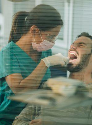 Como é feita a extração do dente siso incluso?