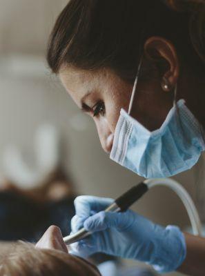 Quais complicações podem acontecer no enxerto ósseo dentário?