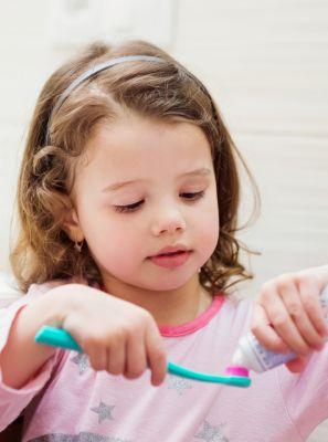 Pasta de dente: qual a quantidade ideal para utilizar durante a higiene bucal infantil?