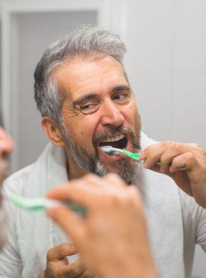 Gengiva sangrando: 3 formas de tratar o quadro para garantir a sua saúde bucal