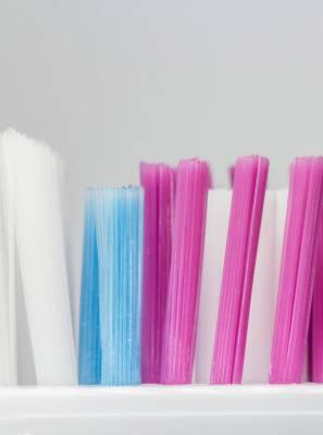 Conheça os diferentes tipos de cerdas das escovas de dentes