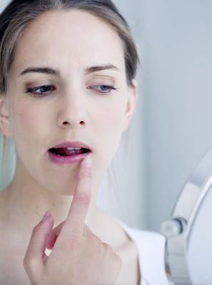 O que é herpes labial? Entenda causas, sintomas e controle desse vírus