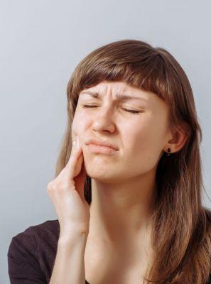 Erosão dentária: processo destrutivo dos dentes pode ser causado por bebidas e alimentos ácidos
