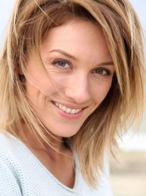 Implante dentário pode devolver o sorriso e a autoestima de muitas pessoas. Confira 4 benefícios desse procedimento