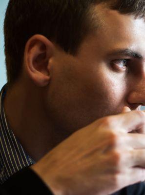 Café: Confira 3 dicas para se proteger das manchas nos dentes causadas por essa bebida