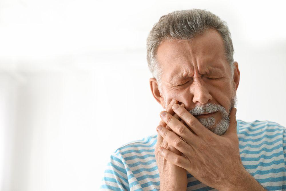 O que é cárie? Como posso evitar esse problema bucal? Um dentista responde as principais dúvidas