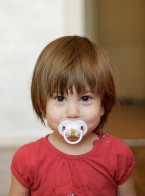 Veja como o dentista pode ajudar seu filho a abandonar a chupeta