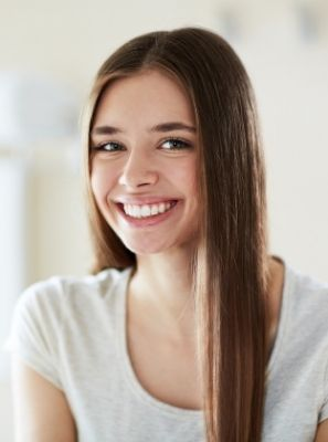 Lente de contato dentária estraga os dentes? Especialista explica!