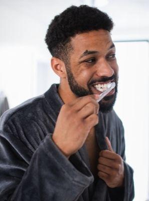 Gosto ruim na boca depois de escovar os dentes é normal?