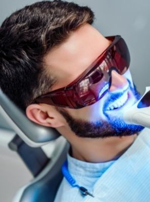 Clareamento nos dentes: os cuidados antes do procedimento